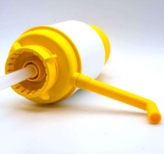 Помпа для воды Дельфин Эко желтая (в пакете)